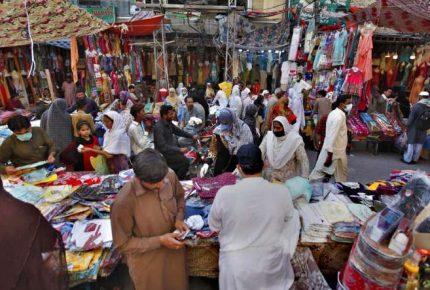 راولپنڈی ،صدر بنک روڈ فوڈ سٹریٹ میںشہریوں نے کورونا ایس او پیز کی دھجیاں اڑا دیں